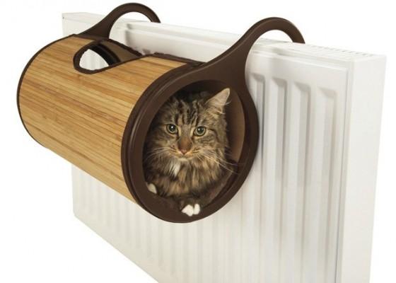 Zanimljiva ideja je ležaljka za mačke Jolly Moggy Cat Radiator Bed, dizajnirana tako da se postavlja na radijator, a nabaviti ju možete online na www.petplanet.co.uk .