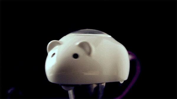 Prvi robotski miš za mačke – Mousr