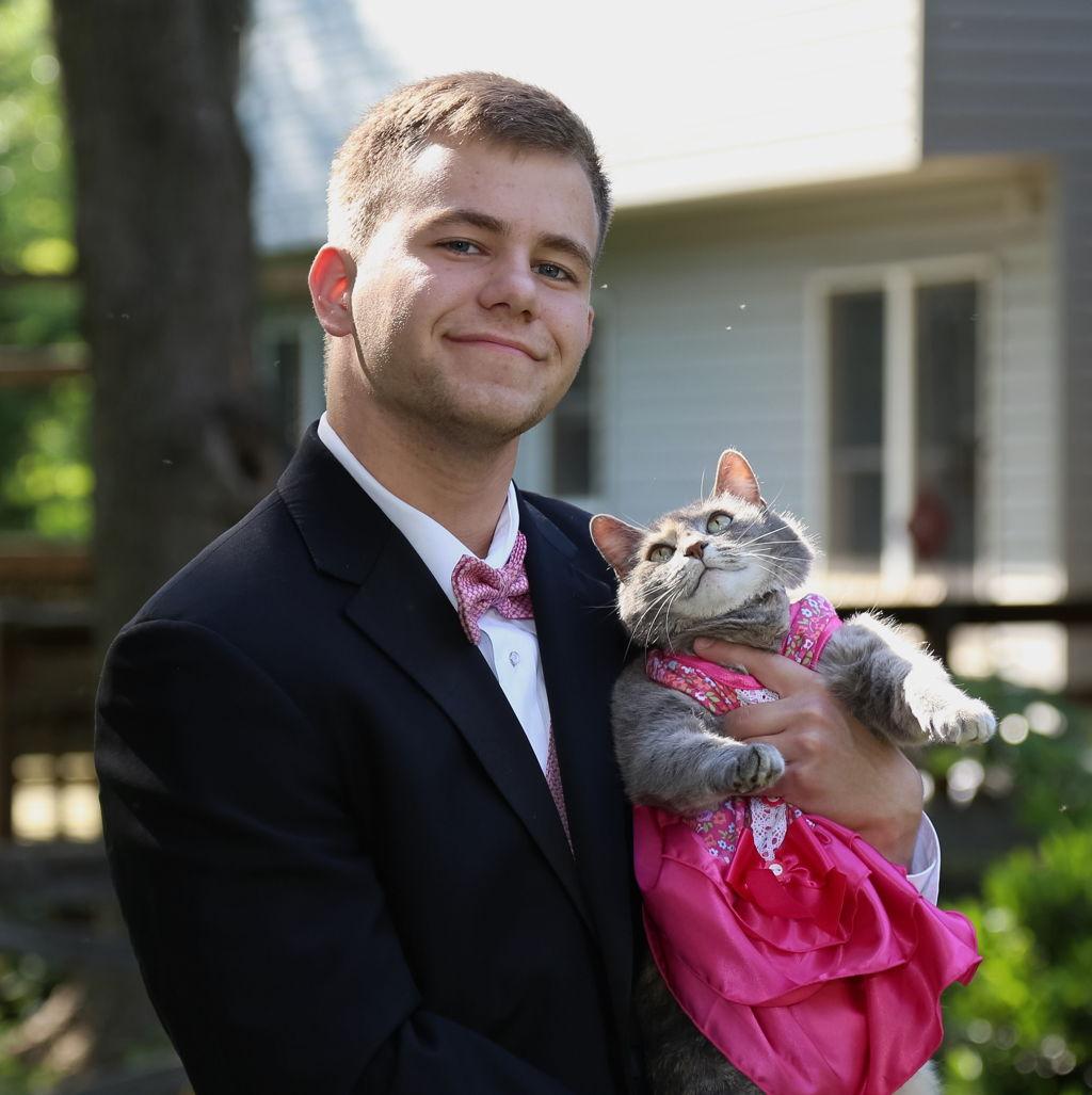 Srednjoškolac na maturalni ples poveo mačku